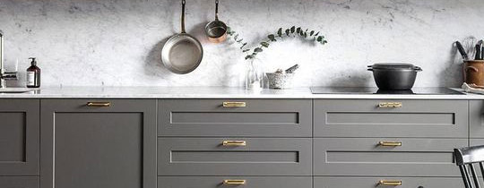 Cocinas grises plafonadas
